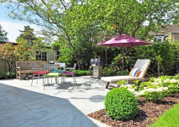 Beautiful back garden with greenery and garden furniture